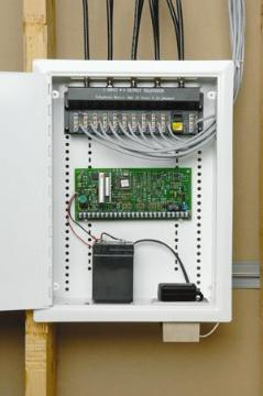70-0010 DATACOMM 12 X 15 UNIVERSAL HCC WITH 70-0020 MODULE, HINGE COVER ************************* SPECIAL ORDER ITEM NO RETURNS OR SUBJECT TO RESTOCK FEE *************************